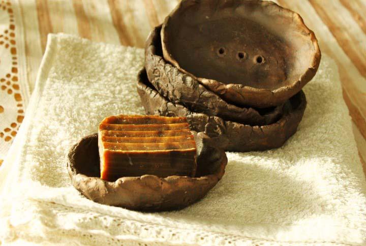 Дегтярное мыло очень эффективно в борьбе с дерматическими заболеваниями и травмами кожи