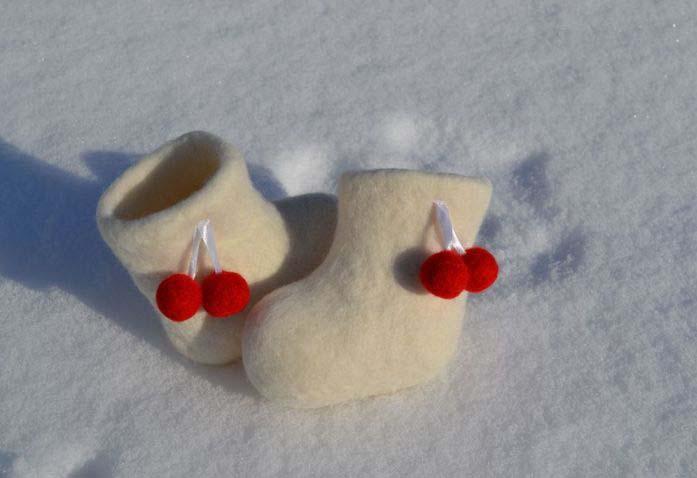 В целях профилактики, валенки следует на несколько дней поставить на солнце либо вынести на мороз