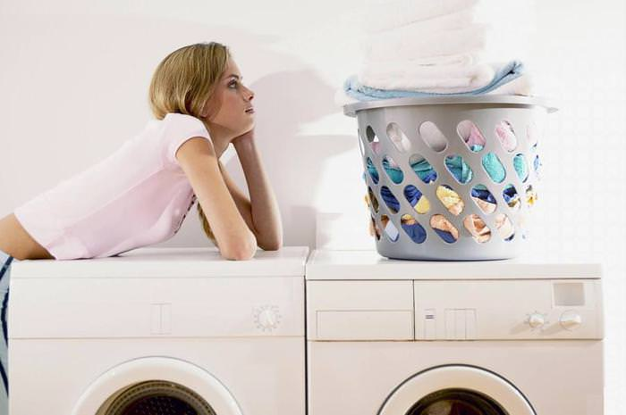 Все вещи в доме, которые подлежат стирке, необходимо обработать горячей водой