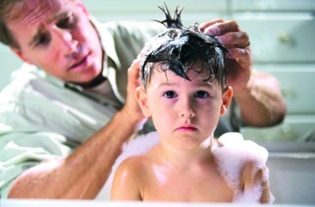 Керосин глубоко проникает и в жировые покровы головы человека, вреда от него практически столько же, сколько и пользы