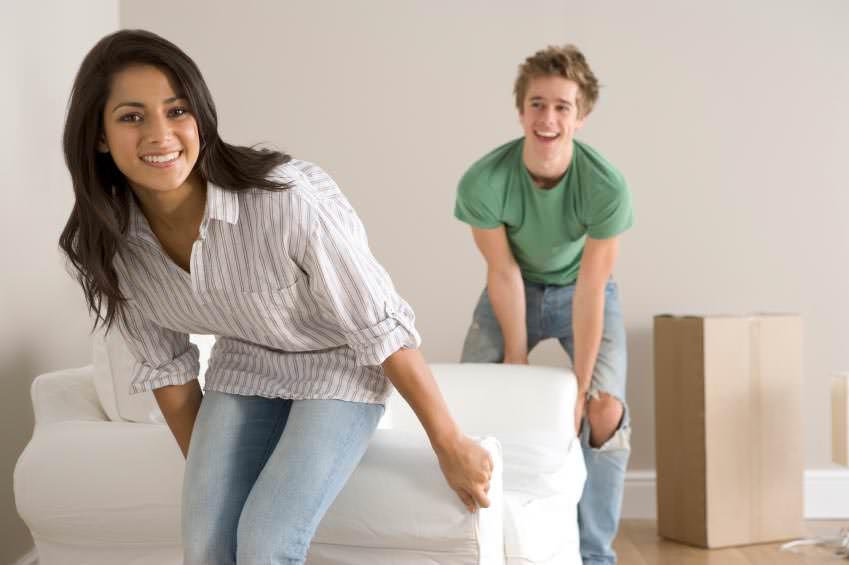 Перед тем как начать наносить средство, надо убрать из помещения бытовые вещи, продукты, домашних животных, детей