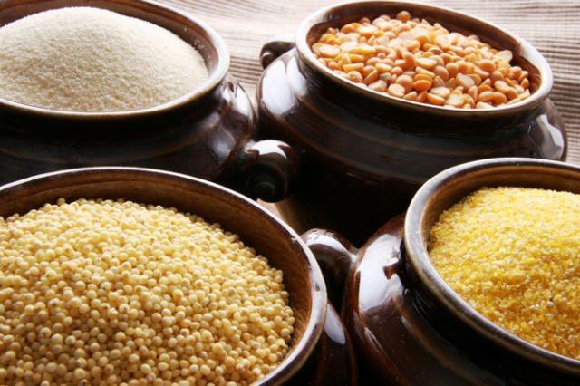 Крупы и мука являются естественным запасом еды для вылупляющихся личинок. Таким образом моль обеспечивает едой своих личинок