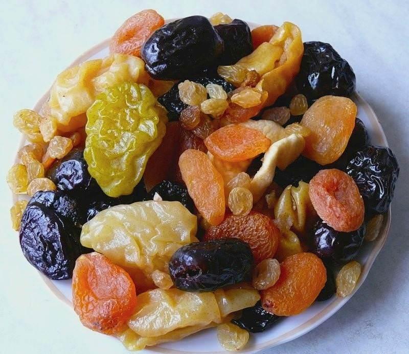 Жить пищевая моль предпочитает в продуктах: фруктовая моль оккупирует сухофрукты, мучная – крупы и муку