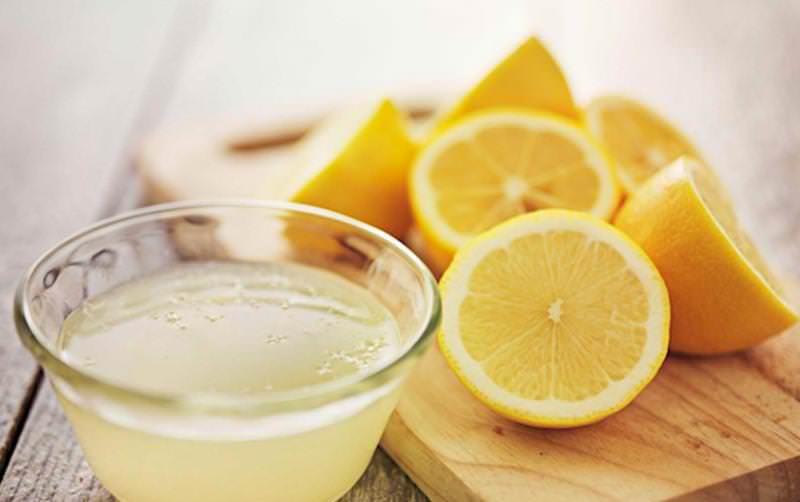 В качестве антисептика подойдет лимонный сок