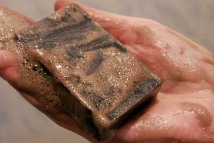 Чтобы неприятные бляшки ушли, просто мажьте несколько раз в день пораженные участки кожи
