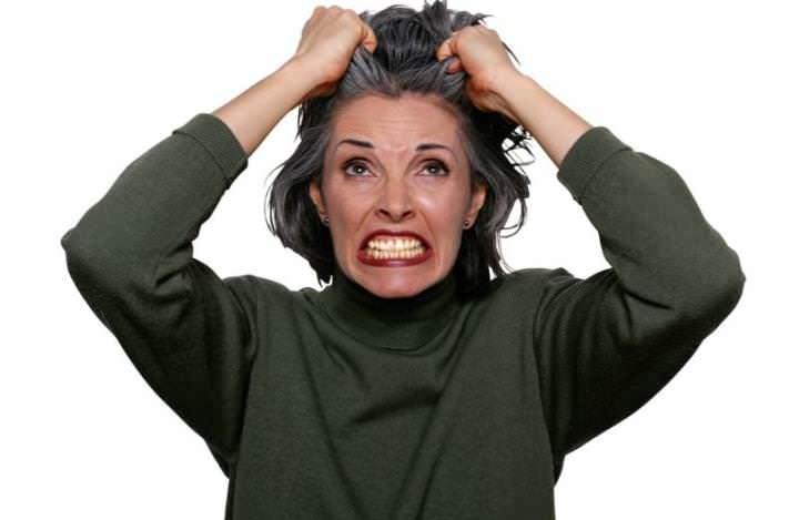 После укуса ранка сильно зудит, из-за этого человек становится раздражительным