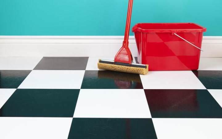 Бороться с тараканами в домашних условиях следует чистотой
