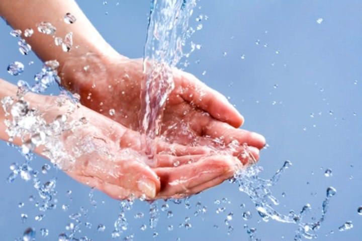 При кожном контакте – смывать средство «Домовой» большим количеством воды