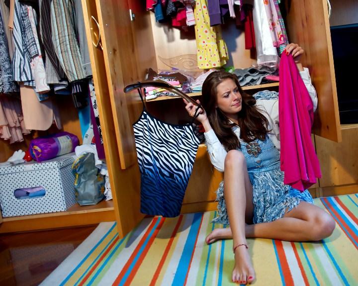 Чтобы защитить свой дом от попадания платяной моли, надо тщательно проверять все приносимые в дом вещи